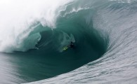 Confira galeria: Swell gigantesco no Tahiti. Foto: Bielmann / SPL –Confira albúm maior