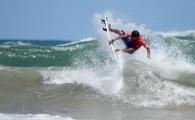 Marco Fernandez surfou a melhor onda da semana na Praia de Jaguaribe e ganhou a primeira nota máxima dos juízes […]
