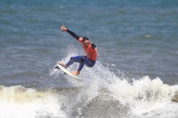 O grande campeão da categoria Open no AST AM de Surf 2011 foi Leonardo Gianotti com 13,50 pontos em suas duas melhores notas na bateria final.