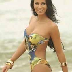 Lorena Bueri, realiza fotos de bikini para o concurso a gata do Paulistão 2012