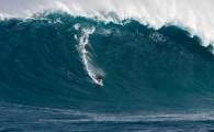 Alguns dos melhores surfista de ondas grandes do mundo definiram um novo padrão para o surf na remada em Peahi […]