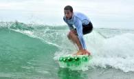 Em uma viagem ao Havaí, em 2007, o surfista brasileiro Jairo Lumertz criou umaprancha de surfa partir degarrafas PET. […]
