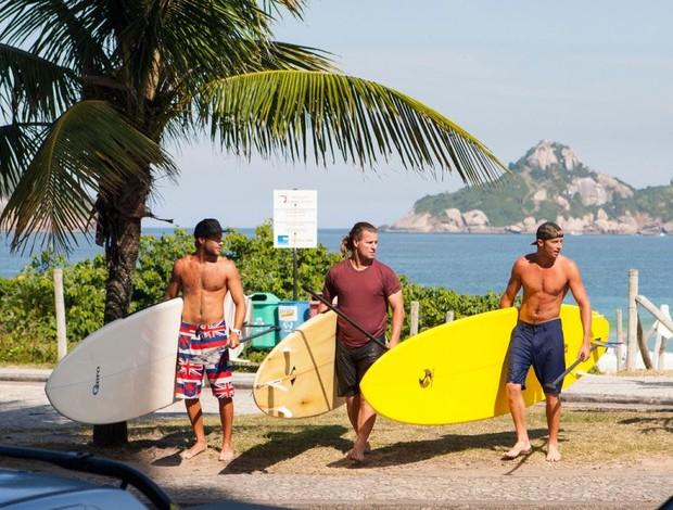 Jarrad Howse, Mark Occhilupo e Sebastien Zietz também praticaram o stand up paddle. Foto: ASP/ Kirstin