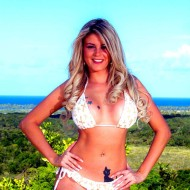 Hellen Cristyan em um super ensaio na Bahia