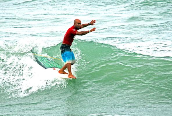 Rodrigo Sphaier venceu o Longboard no Mahalo Pernambuco Winter Festival na Praia do Cupe, em Ipojuca, ambas no litoral sul do estado.