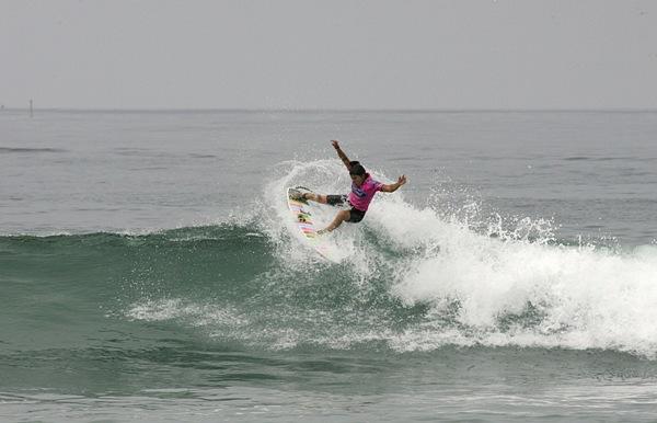 Silvana Lima parou na campeã nas quartas de final (Foto: Shadley / ASP)