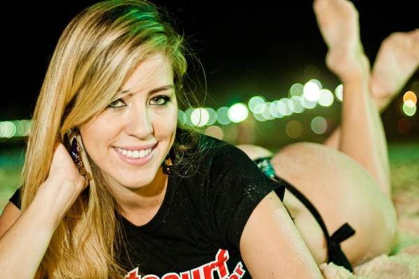 Andressa Nunes é a nova Garota FotoSurf
