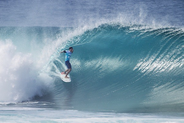 Gabriel Medina no melhor tubo surfado nas esquerdas de Pipeline (Foto: Kirstin Scholtz / ASP)