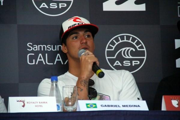 Gabriel Medina,  líder do ranking, disse à imprensa que é uma honra poder competir em casa