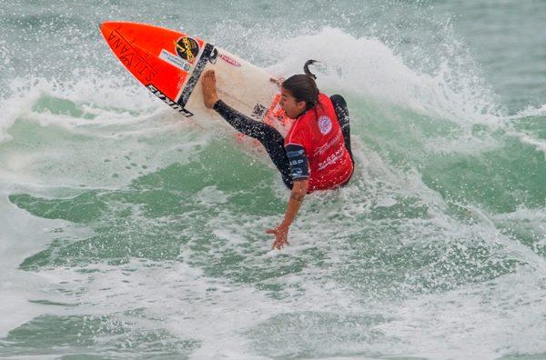Silvana Lima destruindo as ondas de Fitzroy Beach (Foto: Steve Robertson / ASP)