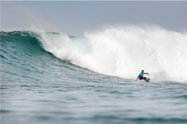 Wiggolly Dantas encarando de backside as direitas de Sunset Beach (Foto: Kelly Cestari / ASP)