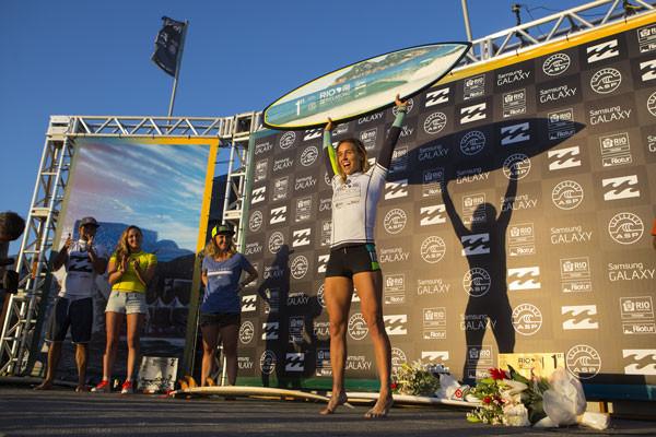 Sally Fitzgibbons acabou com a série invicta da ainda líder do ranking no Billabong apresenta Rio Women´s Pro para festejar a sua primeira vitória na temporada.