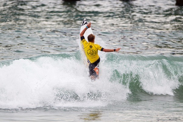 Filipe Toledo e Willian Cardoso no domingo decisivo do US Open of Surfing