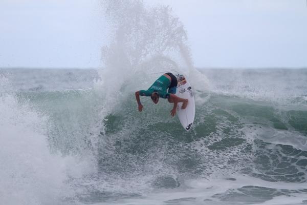 Noe Mar McGonagle conquistando a segunda vaga da Costa Rica nas oitavas de final (Foto: Daniel Smorigo / ASP)