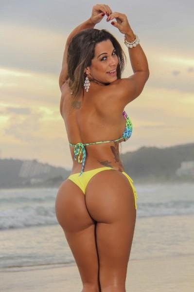 Miss-bumbum-Bahia-Yara-Muniz-Foto-Praia-Surf-1