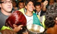 Quatro dias depois de se tornar o primeiro brasileiro campeão mundial de surfe, Gabriel Medina desembarcou no início da tarde […]