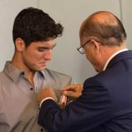 Geraldo Alckmin homenageia Gabriel Medina