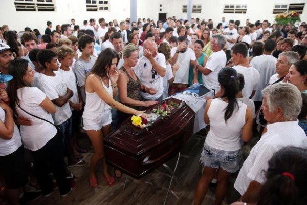enterro_ricardo_dos_santos_foto_surfe1