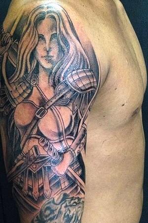 Medina revela homenagem à mãe em nova tatuagem