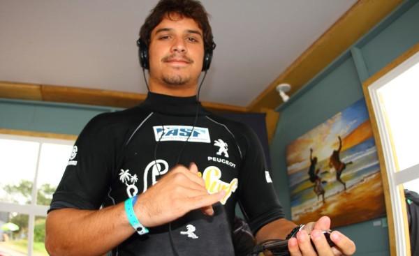 O atleta catarinense Ricardo dos Santos foi baleado na Guarda do Embaú na manhã desta segunda-feira, depois de uma discussão.