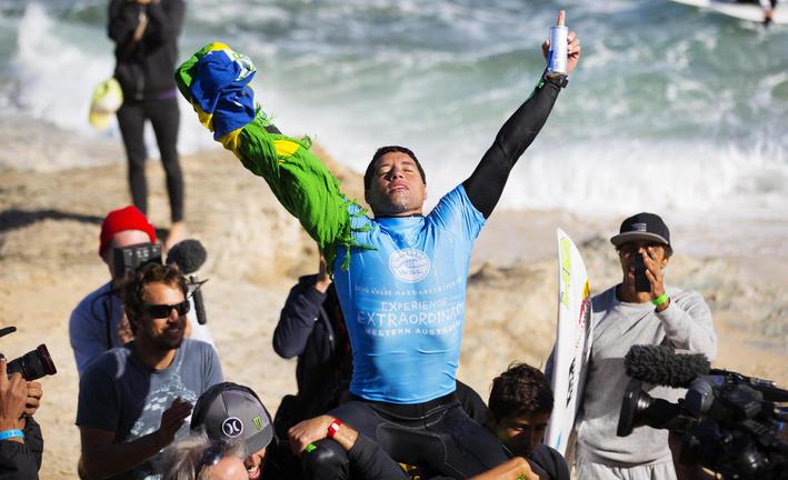 Adriano de Souza vence o Drug Aware Pro 2015 e dispara na liderança do ranking mundial