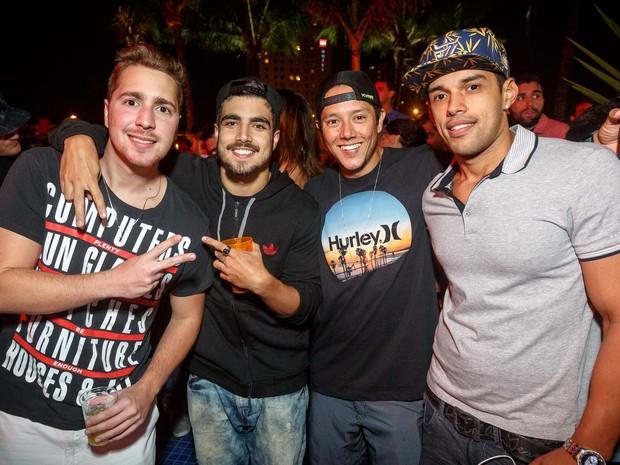 Caio_Castro_com_amigos