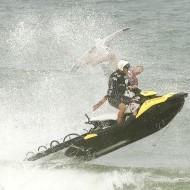 Joel Parkinson cai de jet ski no Rio Pro no Rio de Janeiro