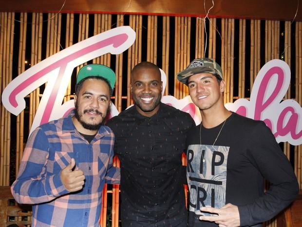 Marcelo_D2_Rafael_Zulu_e_Gabriel_Medina_em_festa_na_Zona_Oeste_do_Rio