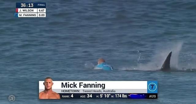 Fanning usou a prancha como escudo e foi resgatado por um jet ski da organização Mick Fanning levou um grande […]