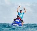 Jeremy Flores garante a vitória sobre o campeão mundial no Billabong Pro Tahiti com o tubo quase nota 10 que […]
