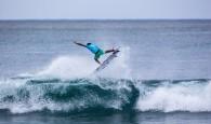 A sexta-feira foi o dia das grandes atrações do Hawaiian Pro finalmente estrearem na Vans Triple Crown of Surfing e […]