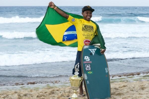 Socrates Santana é o primeiro campeão da categoria para atletas até 18 anos. FotoSurf: Alex Diaz
