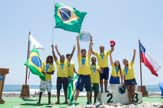 Equipe brasileira conquista o tricampeonato do ISA World Bodyboard 2015. FotoSurf: ISA / Pablo Jimenez