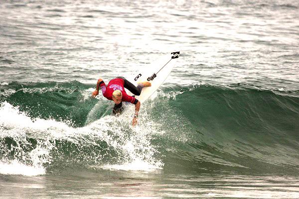 Surfista Ethan Ewing